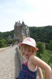 Je prends la pose devant Burg Eltz