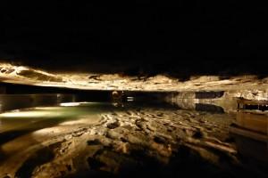Au fond de la mine de sel: lac souterrain