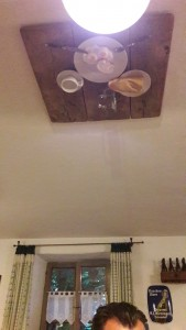 Un repas au plafond