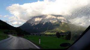 les nuages touchent la montagne !