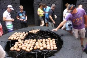 Le barbecue du restaurant El Diablo utilise la chaleur du volcan (2)